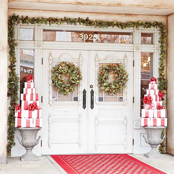 Christmas Porch Decorating Ideas-30-1 Kindesign