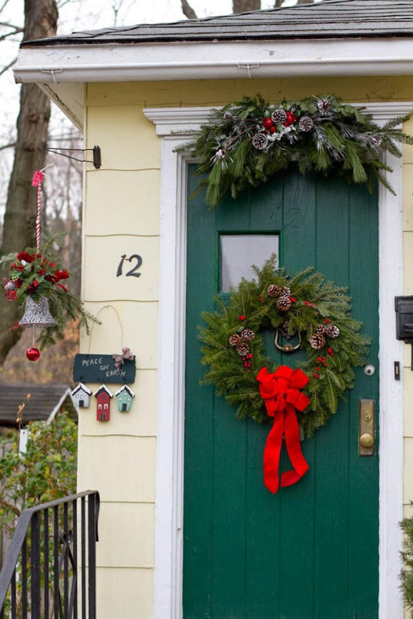Christmas Porch Decorating Ideas-33-1 Kindesign