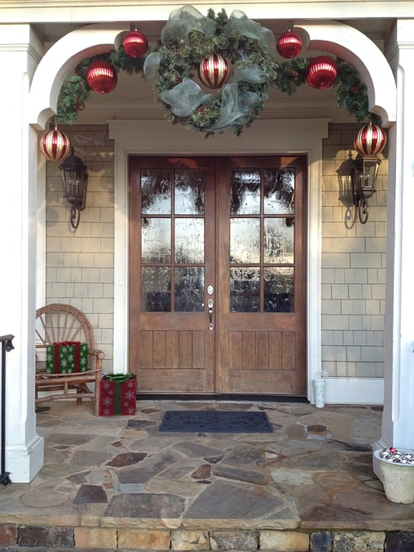 Christmas Porch Decorating Ideas-37-1 Kindesign