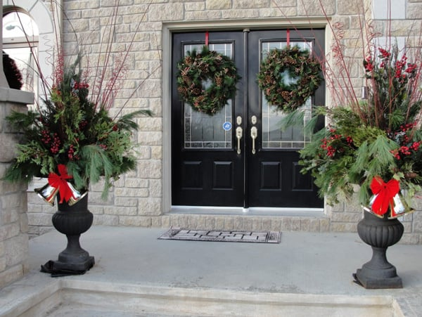 Christmas Porch Decorating Ideas-42-1 Kindesign