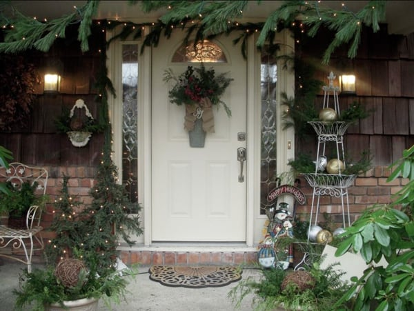 Christmas Porch Decorating Ideas-43-1 Kindesign