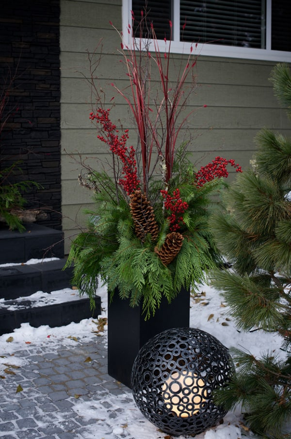 Christmas Porch Decorating Ideas-47-1 Kindesign