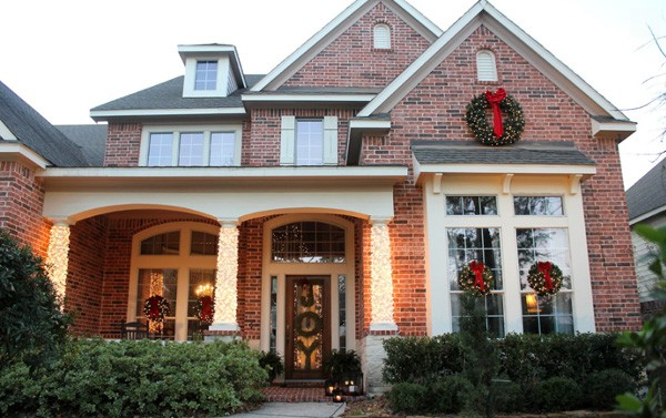 Christmas Porch Decorating Ideas-50-1 Kindesign