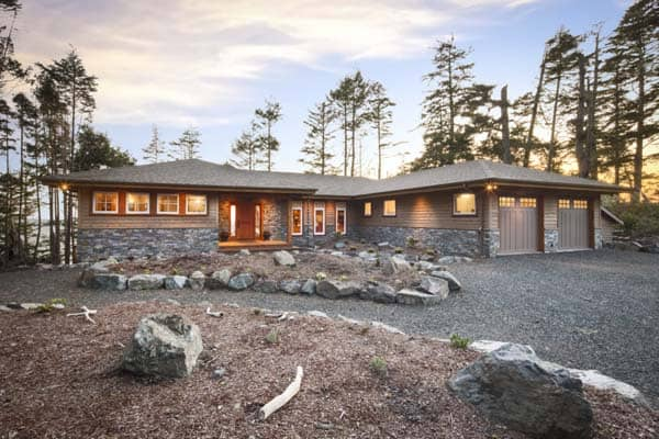 featured posts image for Stunning cliffside property overlooking the BC Coast