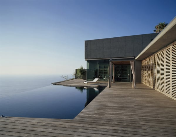 featured posts image for Monolithic concrete and glass house on a cliff edge