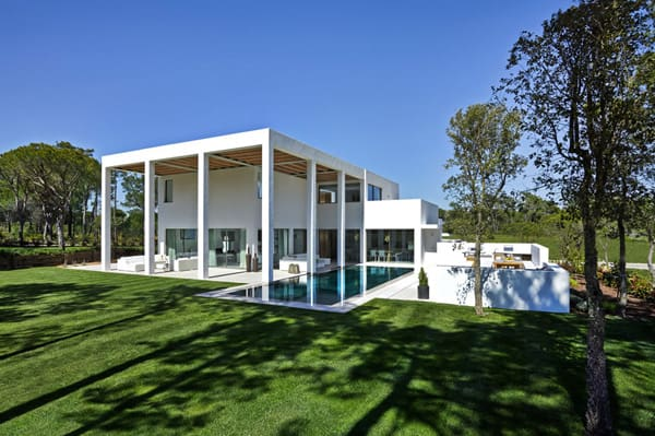 featured posts image for Sleek and modern San Lorenzo North villa in Portugal