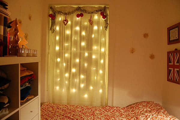 Christmas Lights in Bedroom-08-1 Kindesign