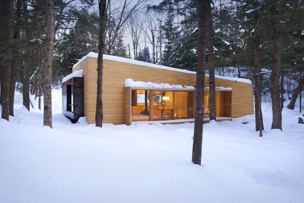 featured posts image for La Luge holiday cabin in the snowy forests of Quebec