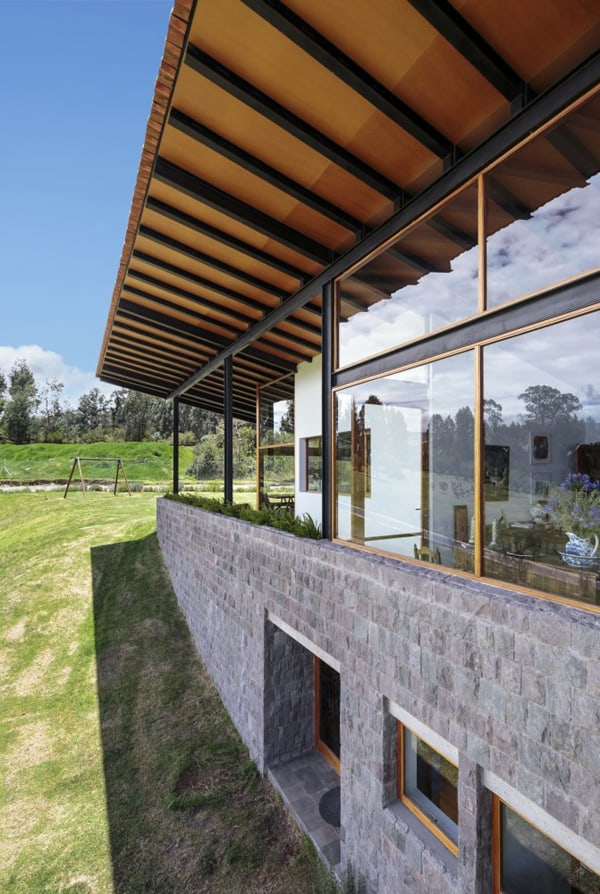 Los Chillos House-Diez Muller Arquitectos-07-1 Kindesign