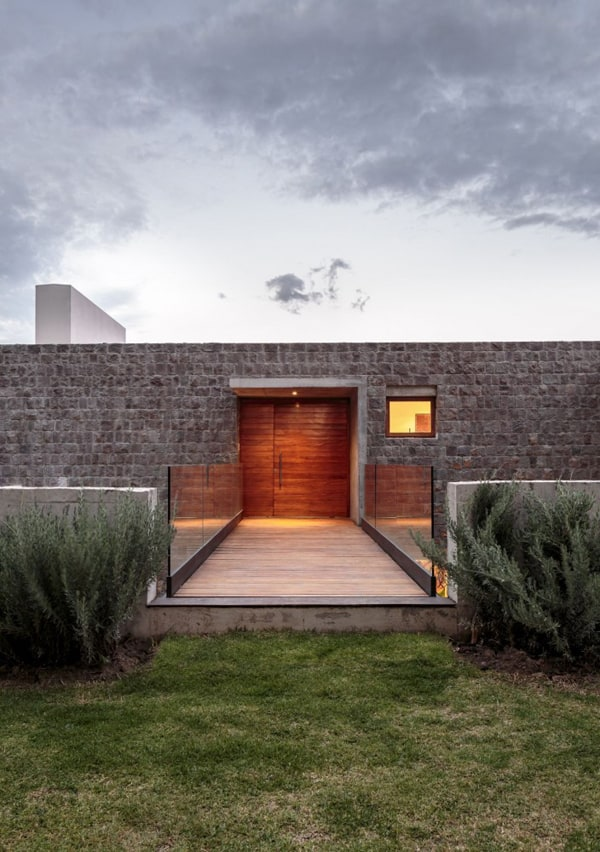 Los Chillos House-Diez Muller Arquitectos-09-1 Kindesign