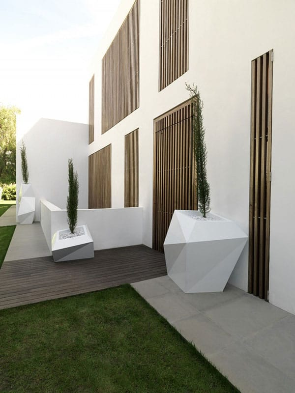 House in Rocafort-Ramon Esteve Studio-03-1 Kindesign