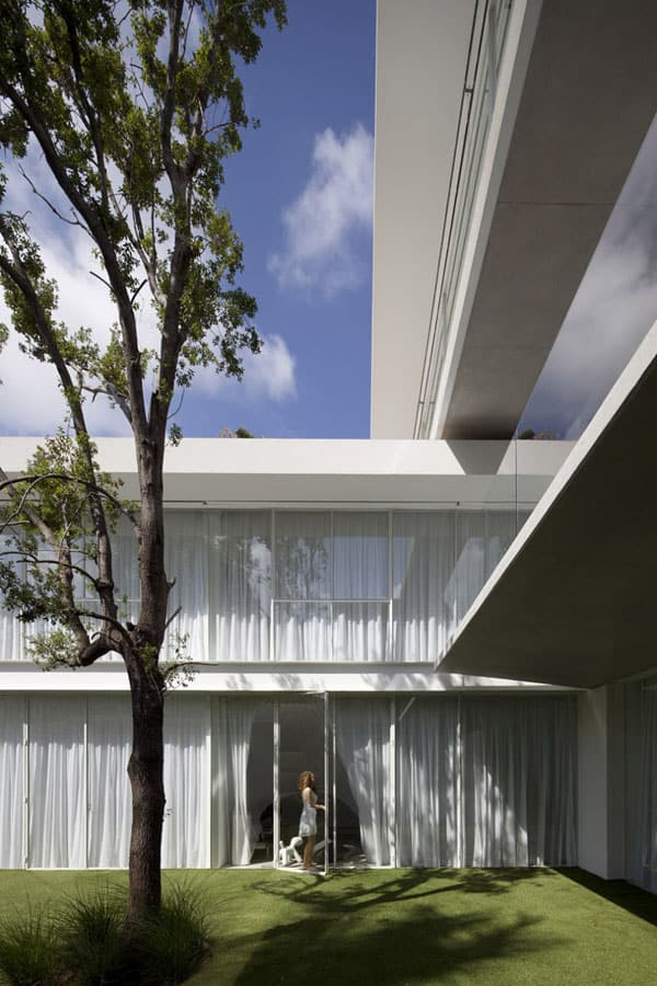 Ramat Hasharon House 13-Pitsou Kedem Architects-06-1 Kindesign