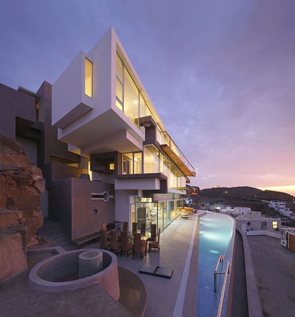 featured posts image for Veronica Beach House in Peru displays striking modern design