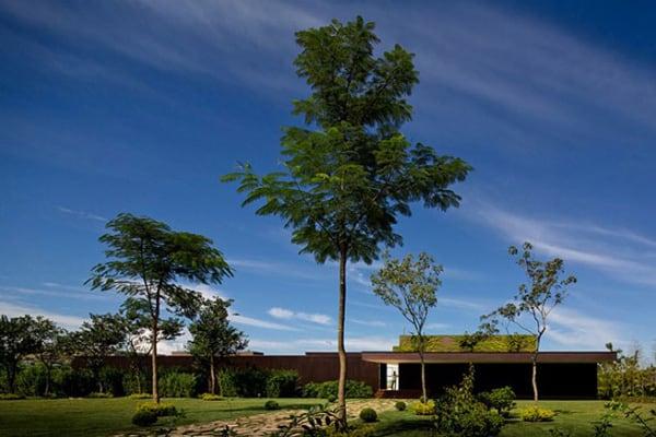 Casa HS na Quinta da Baroneza-Studio Arthur Casas-03-1 Kindesign