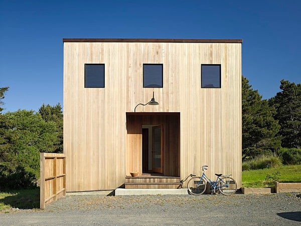 featured posts image for Wooden house and guest retreat off the California coast
