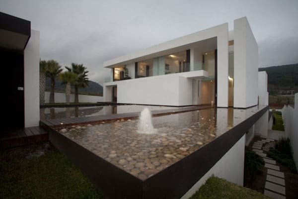 featured posts image for Luxuriously integrating water elements: Casa del Agua