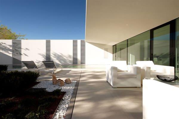 Jesolo Lido Pool Villa-JM Architecture-02-1 Kindesign