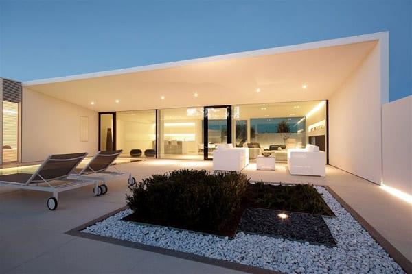 Jesolo Lido Pool Villa-JM Architecture-04-1 Kindesign