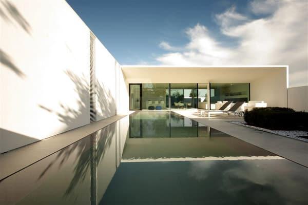 Jesolo Lido Pool Villa-JM Architecture-06-1 Kindesign