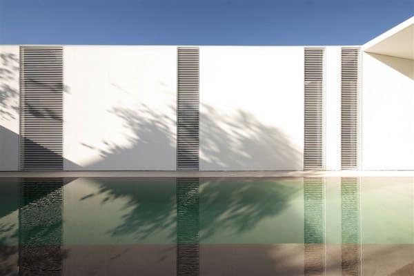 Jesolo Lido Pool Villa-JM Architecture-12-1 Kindesign