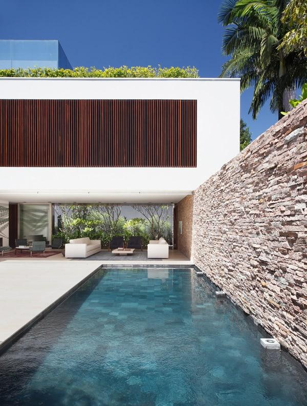 AH House-Studio Guilherme Torres-13-1 Kindesign