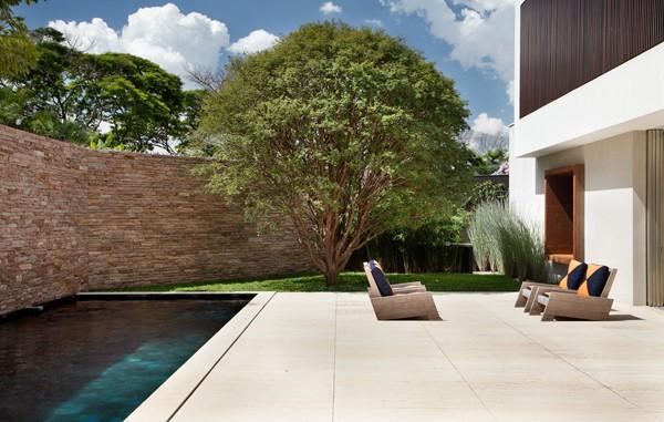 AH House-Studio Guilherme Torres-15-1 Kindesign