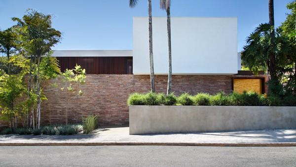 AH House-Studio Guilherme Torres-42-1 Kindesign