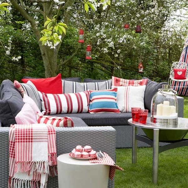 Colorful Outdoor Living Spaces-43-1 Kindesign
