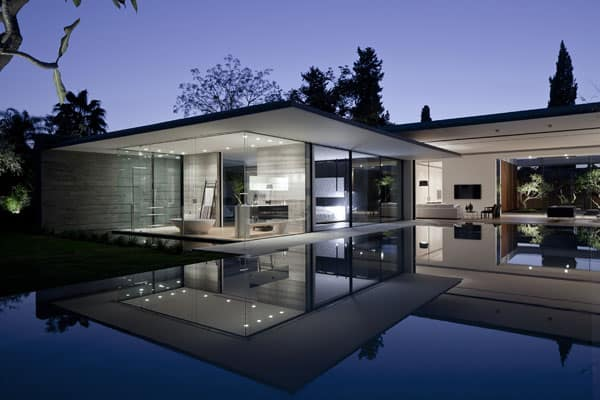 featured posts image for Modern home built around central courtyard: Float House