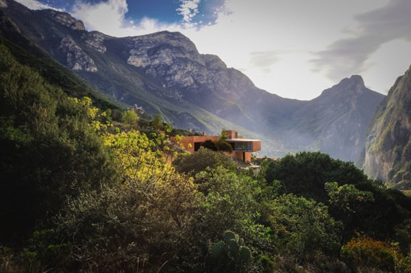 featured posts image for Mirroring the solitude of a mountain setting: Narigua House