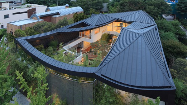 featured posts image for Striking home in South Korea showcasing incredible courtyard