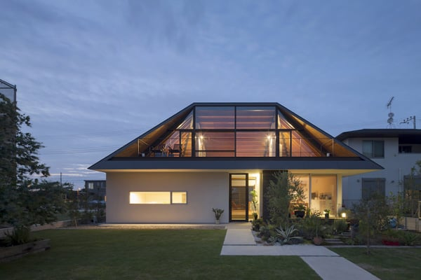 House with a Large Hipped Roof-Naoi Architecture-01-1 Kindesign
