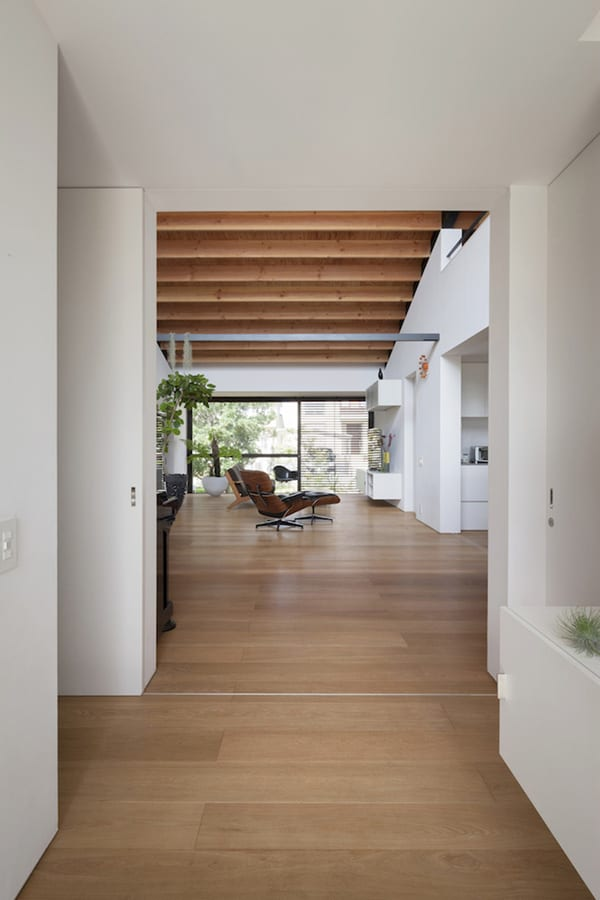 House with a Large Hipped Roof-Naoi Architecture-05-1 Kindesign
