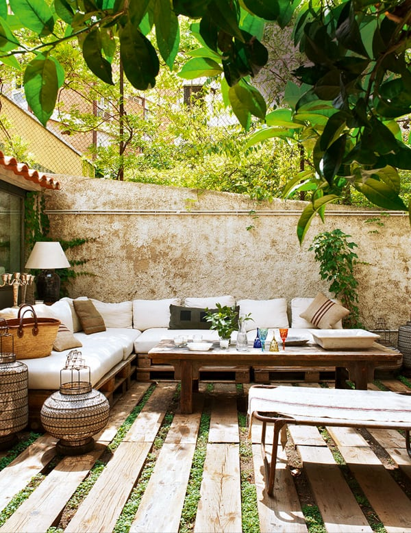 Exterior. Beautiful Courtyard Garden Design For Relaxing ...