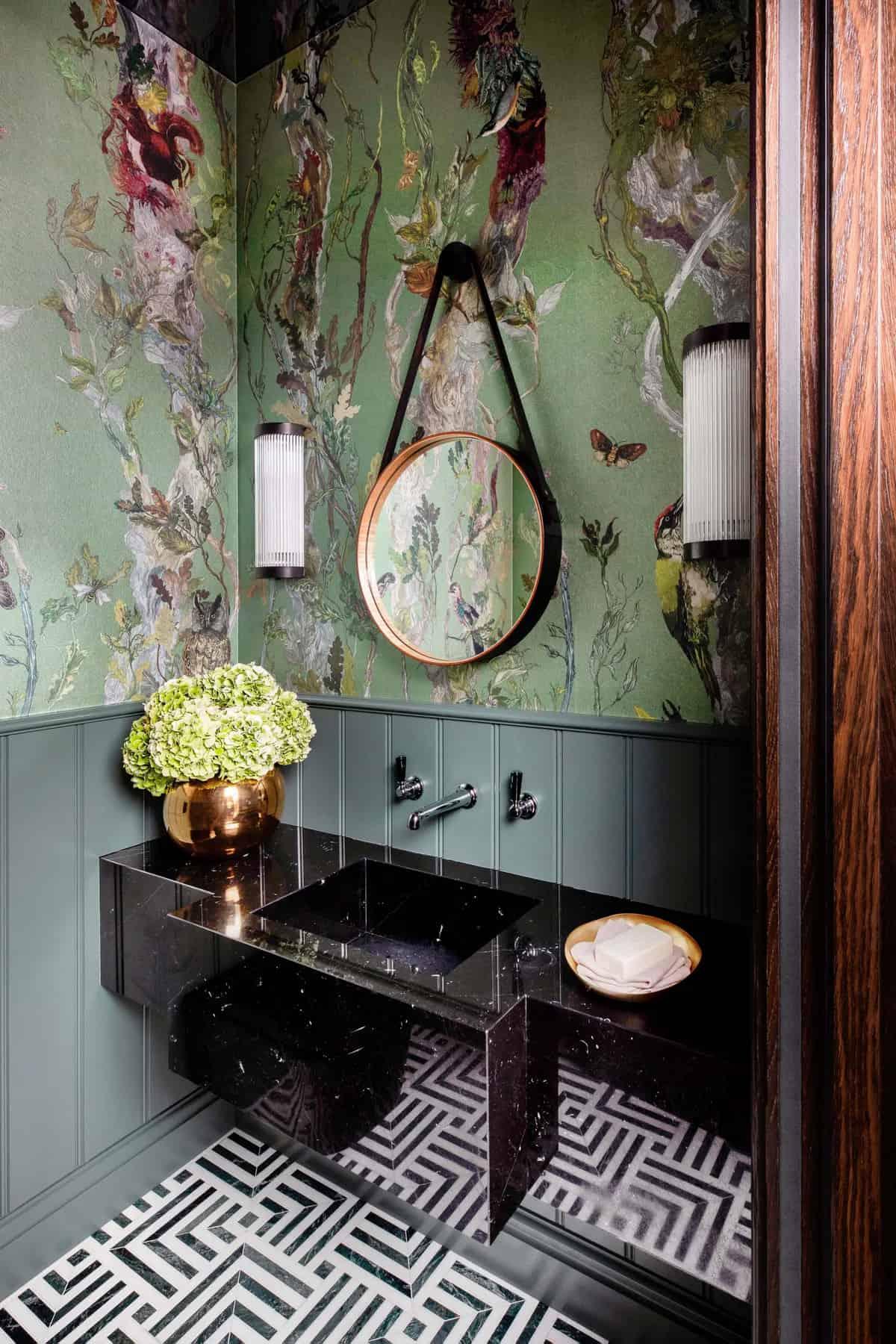 small-bathroom-idea-with-wallpaper