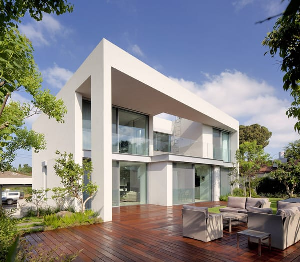 featured posts image for Modern CH House showcasing clean lines in Tel Aviv