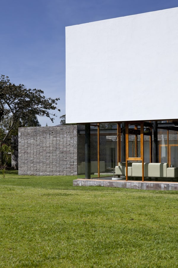 Casa 2V-Diez Muller Arquitectos-02-1 Kindesign
