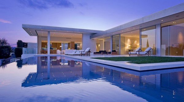 featured posts image for Contemporary Hollywood Hills dream pad overlooking the city