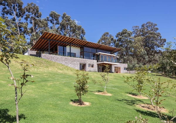 Los Chillos House-Diez Muller Arquitectos-02-1 Kindesign