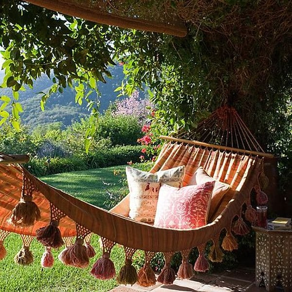 Outdoor Summer Lounging Spaces-05-1 Kindesign