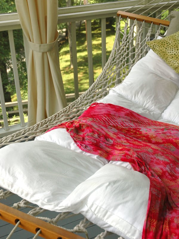 Outdoor Summer Lounging Spaces-18-1 Kindesign