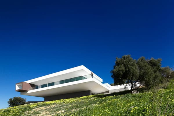 featured posts image for Encouraging Outdoor Living: Villa Escarpa in Portugal