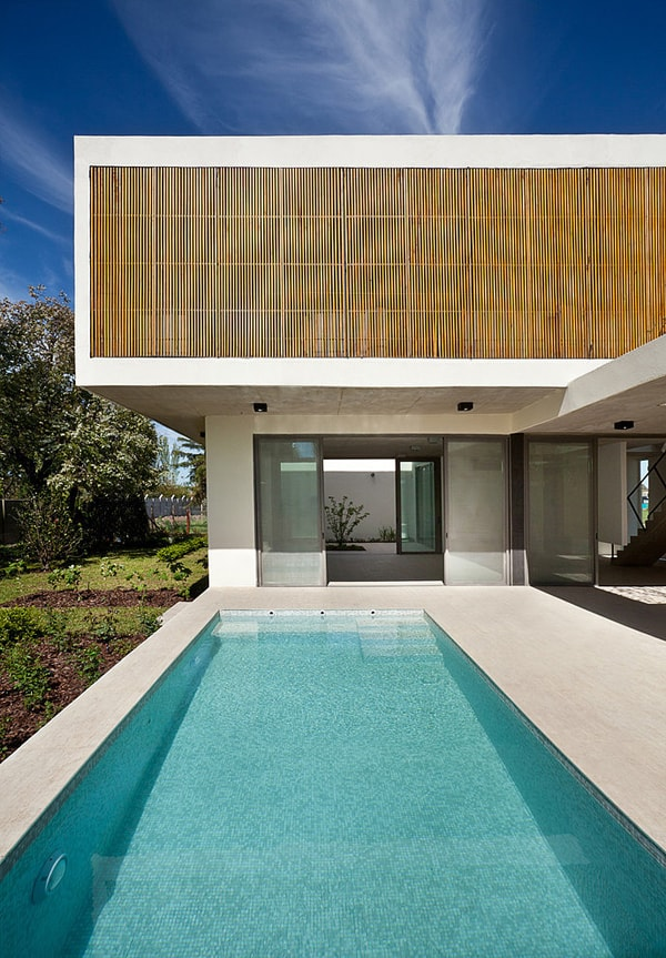 featured posts image for Modern family home blurs the lines between indoor and out