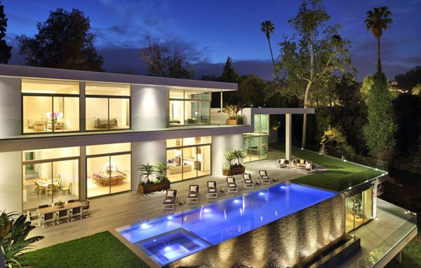 featured posts image for Multi-level glass encased compound in the Hollywood Hills