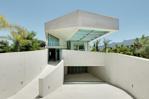 featured posts image for Cantilevered rooftop pool defines Jellyfish House in Spain