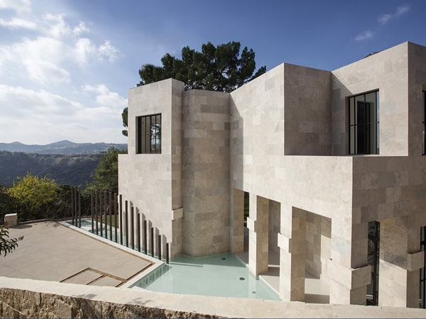 featured posts image for Captivating residence overlooking a canyon in Bel Air, California