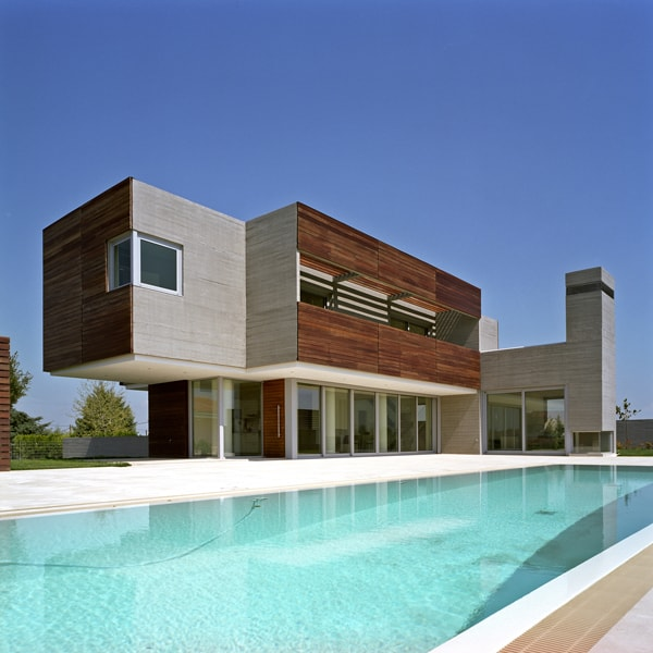 featured posts image for Modern two-story dwelling of concrete and wood in Greece