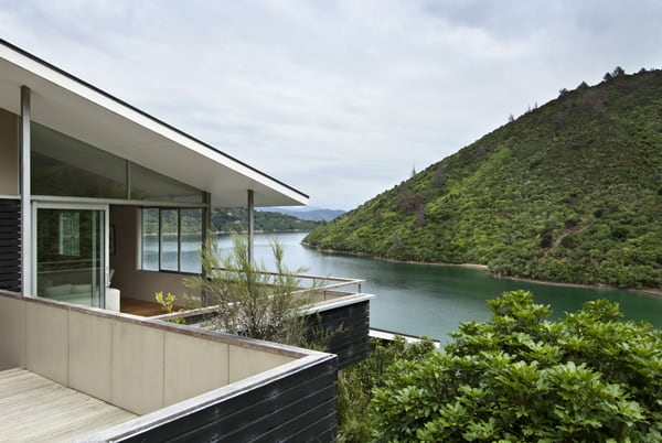 featured posts image for Apple Bay House floats amongst the trees in New Zealand