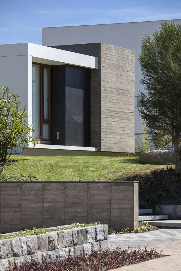 NR2 House-Roberto Burneo Arquitectos-03-1 Kindesign