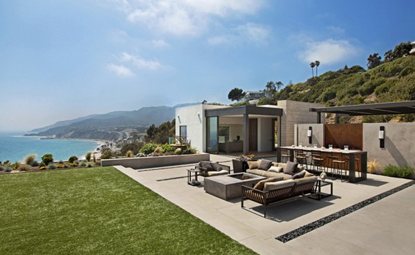 featured posts image for Southern California coastal living atop a hillside: Revello Residence
